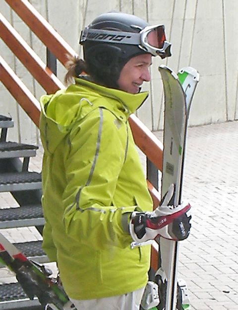 Jacket, Personal protective equipment, Helmet, Outerwear, Winter sport, Glove, Headgear, Ski helmet, Goggles, Individual sports,