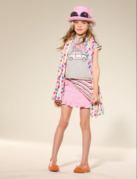 Clothing, Leg, Sleeve, Human leg, Shoulder, Shoe, Textile, Joint, Hat, Pink,