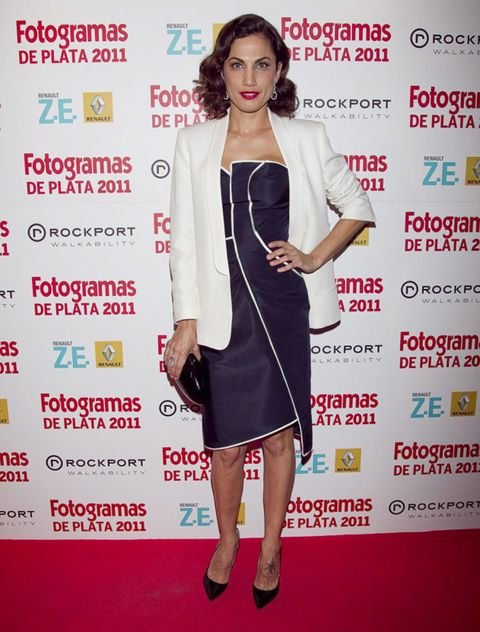 Shoulder, Dress, Flooring, Style, Premiere, Carpet, Fashion, Cocktail dress, Blazer, Fashion model,