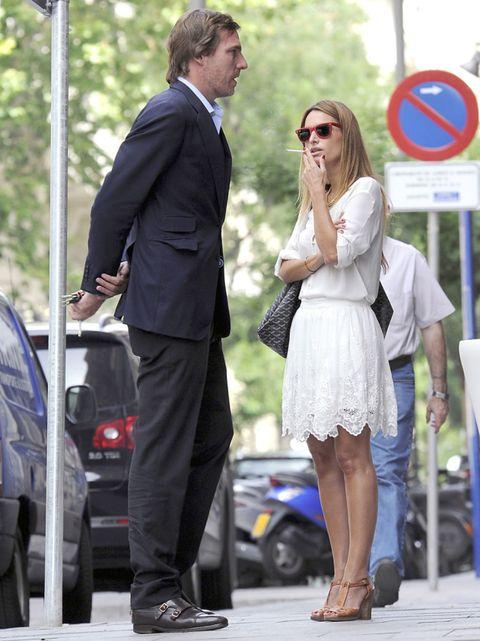 Clothing, Footwear, Leg, Trousers, Coat, Automotive design, Outerwear, Suit, Suit trousers, Formal wear,
