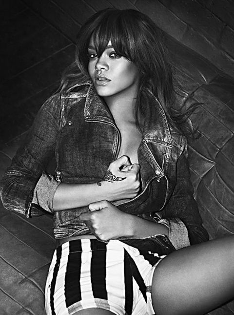 Style, Sitting, Black-and-white, Monochrome, Monochrome photography, Knee, Beauty, Black, Thigh, Black hair,