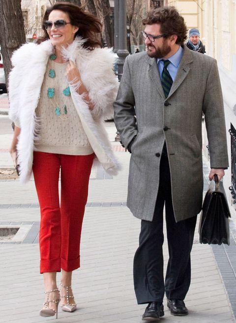Clothing, Eyewear, Winter, Trousers, Textile, Coat, Outerwear, Style, Street fashion, Fashion,