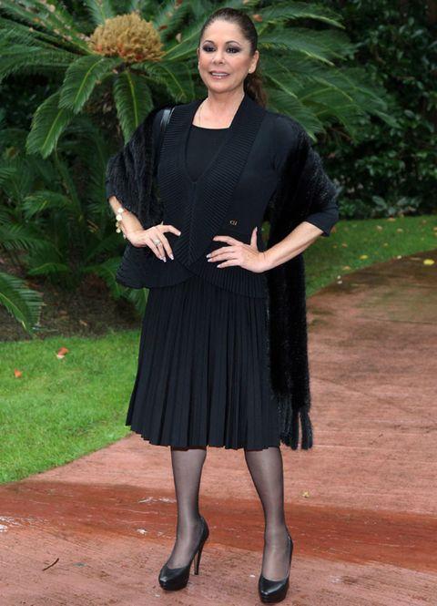 Clothing, Sleeve, Dress, Jewellery, Day dress, Little black dress, One-piece garment, Cocktail dress, Foot, Ankle,