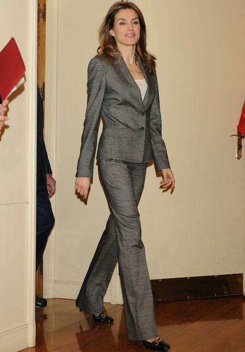 Sleeve, Shoulder, Joint, Standing, Outerwear, Collar, Formal wear, Style, Floor, Flooring,