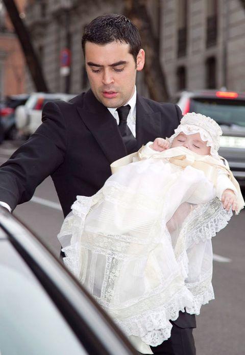 Outerwear, Dress shirt, Coat, Collar, Formal wear, Suit, Wedding dress, Gown, Street fashion, Bridal clothing,