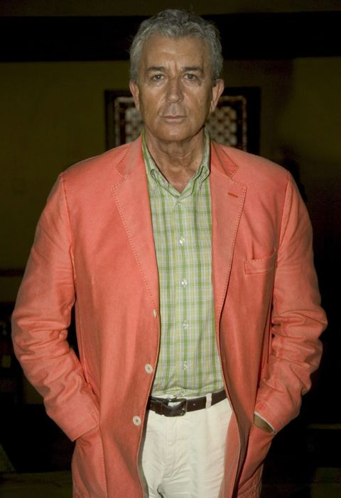 Clothing, Dress shirt, Collar, Sleeve, Forehead, Shirt, Textile, Outerwear, Coat, Formal wear,