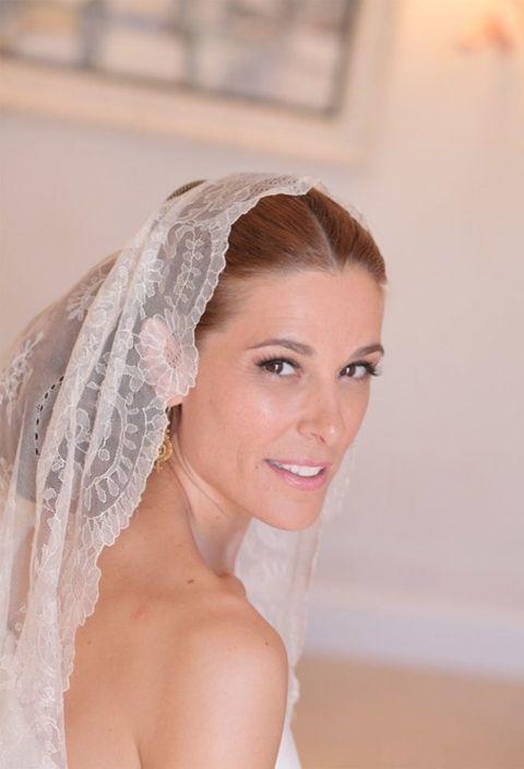 Skin, Veil, Bridal veil, Forehead, Bridal accessory, Bridal clothing, Eyebrow, Bride, Wedding dress, Headgear,