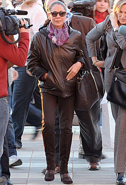 Clothing, Footwear, Eyewear, Leg, Trousers, Textile, Outerwear, Bag, Jacket, Jeans,