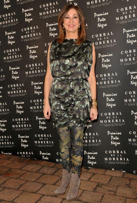 Human, Sleeve, Human body, Text, Joint, Camouflage, Style, Fashion, Eyelash, Military camouflage,