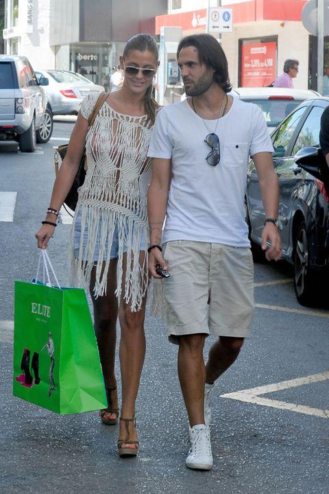 Clothing, Leg, Shirt, Alloy wheel, Sunglasses, Style, Bag, Dress, Street, T-shirt,