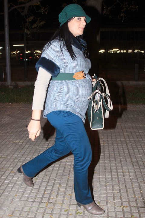 Leg, Bag, Human leg, Textile, Outerwear, Cap, Style, Fashion accessory, Street fashion, Luggage and bags,