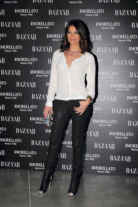 Sleeve, Trousers, Text, Jeans, Style, Denim, Fashion accessory, Street fashion, Knee, Fashion,