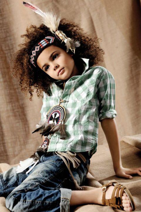 Leg, Shoe, Sitting, Hair accessory, Costume accessory, Headgear, Fashion accessory, Knee, Baby & toddler clothing, Denim,