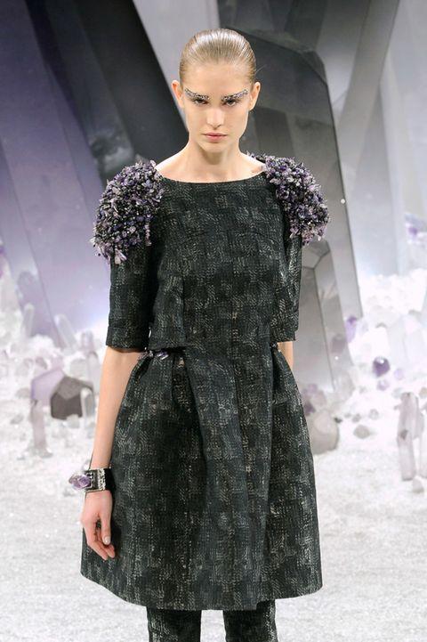 Dress, Shoulder, Style, Fashion show, Fashion model, One-piece garment, Fashion, Winter, Day dress, Model,