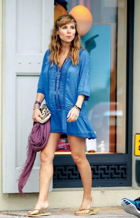 Clothing, Leg, Sleeve, Human body, Human leg, Shoulder, Collar, Slipper, Style, Street fashion,