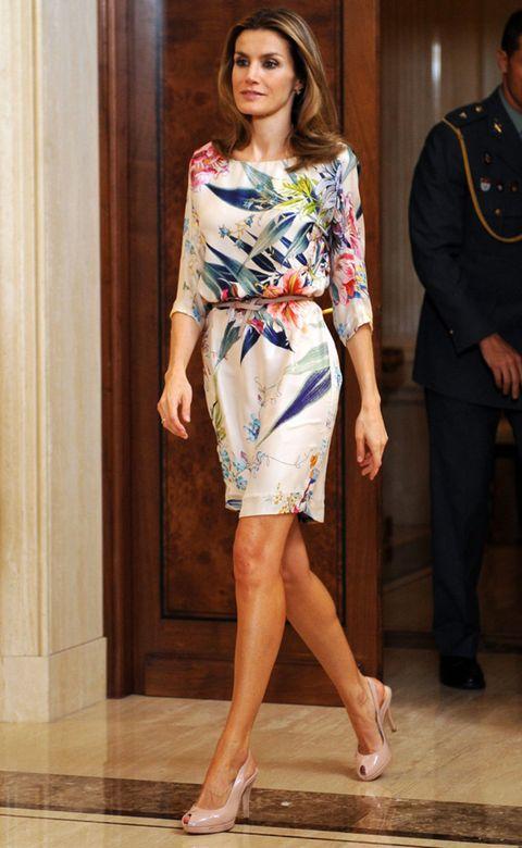 Leg, Human body, Human leg, Shoulder, Joint, Dress, Formal wear, Style, One-piece garment, Fashion model,