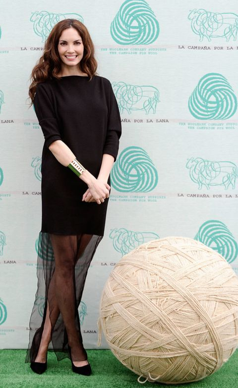 Hairstyle, Sleeve, Dress, Shoulder, Human leg, Style, One-piece garment, Pattern, Teal, Turquoise,