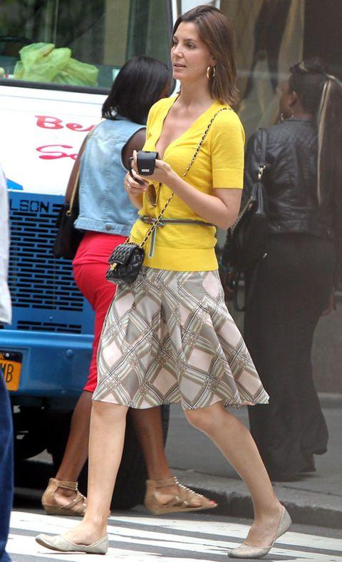 Leg, Human body, Human leg, Grille, Hood, Bag, Style, Street fashion, Thigh, Fashion,