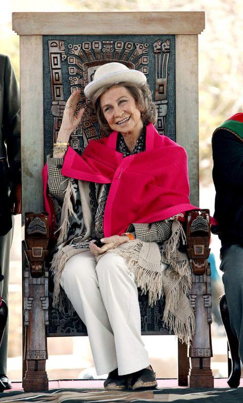 Leg, Trousers, Winter, Textile, Outerwear, Bag, Fashion accessory, Style, Street fashion, Hat,
