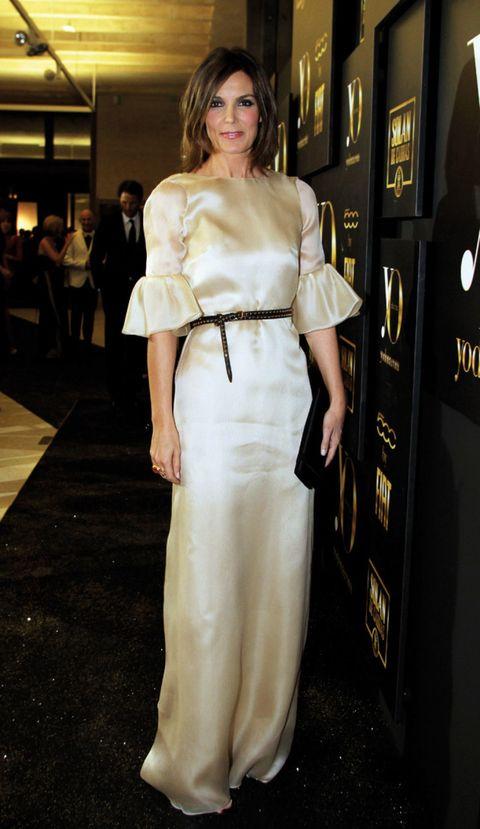 Shoulder, Joint, Style, Waist, Formal wear, Fashion model, Dress, Fashion, Street fashion, Ivory,
