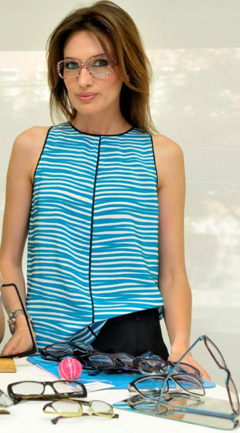 Eyewear, Vision care, Shoulder, Cable, Sleeveless shirt, Wire, Neck, Electrical wiring, Electric blue, Street fashion,