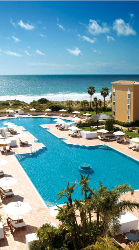 Body of water, Swimming pool, Resort, Coastal and oceanic landforms, Property, Water, Real estate, Landscape, Ocean, Aqua,
