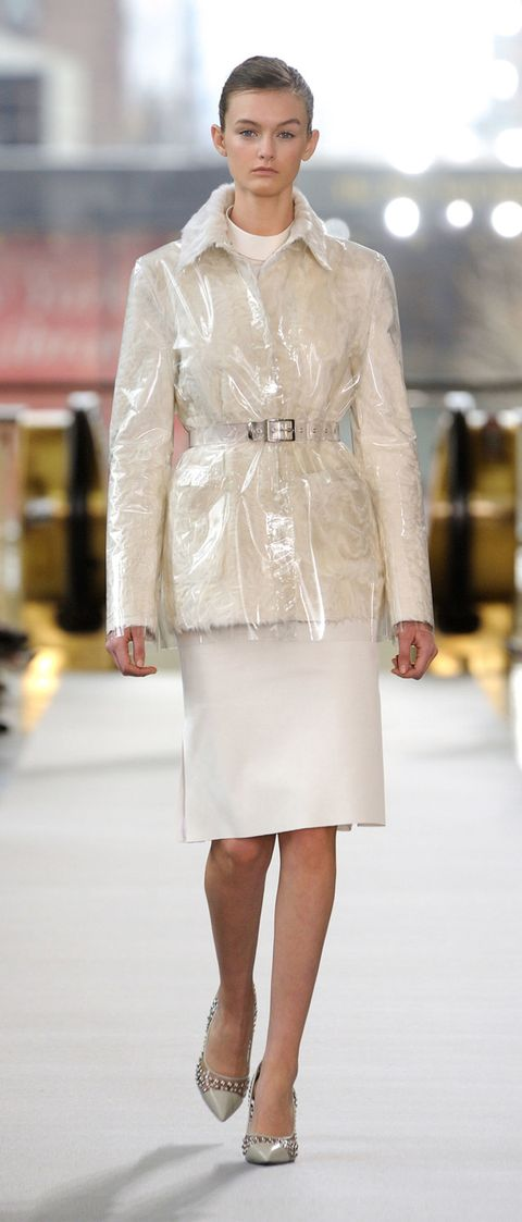 Clothing, Sleeve, Shoulder, Textile, Joint, Outerwear, White, Style, Collar, Street fashion,