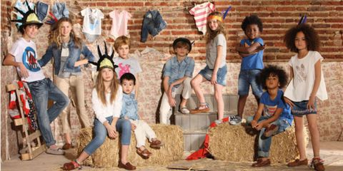 Leg, People, Jeans, Social group, Denim, Hay, Brick, Straw, Sun hat, Playing with kids,