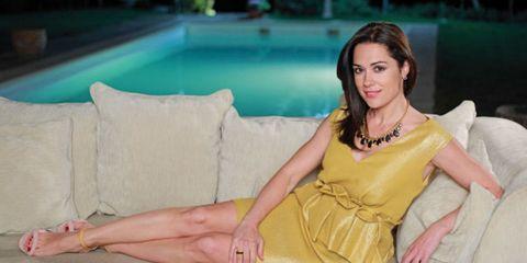 Swimming pool, Leisure, Sitting, Jewellery, Dress, Thigh, Beauty, Aqua, Foot, Toe,