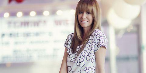 Hairstyle, Shoulder, Style, Bangs, Eyelash, Street fashion, Blond, Brown hair, Long hair, Step cutting,