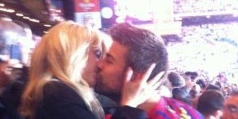 People, Fun, Photograph, Kiss, Interaction, Romance, Love, Snapshot, Blond, Hug,