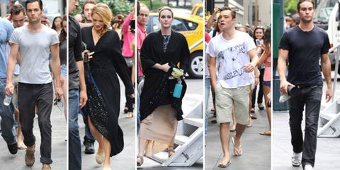 Face, Footwear, Leg, Trousers, Outerwear, Jeans, Style, T-shirt, Street fashion, Denim,