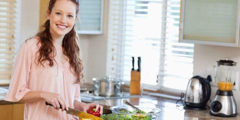 Cook, Countertop, Room, Cooking, Tableware, Window covering, Kitchen, Vegetable, Service, Window blind,