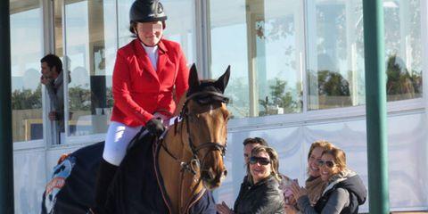 Human, Halter, Bridle, Horse supplies, Vertebrate, Horse, Rein, Recreation, Horse tack, English riding,