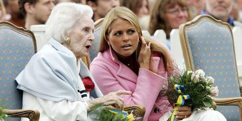 People, Community, Crowd, Blond, Bouquet, Audience, Floristry, Flower Arranging, Cut flowers, Ceremony,