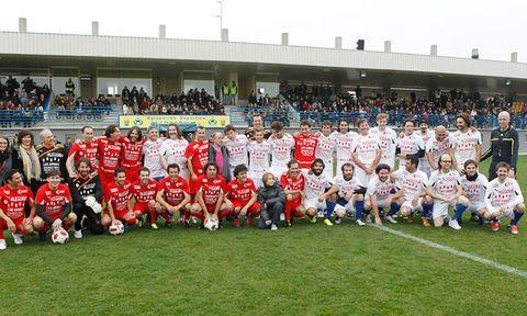 Jersey, Sports uniform, Team sport, Community, Football equipment, Crowd, Team, Competition event, Ball game, Sports gear,