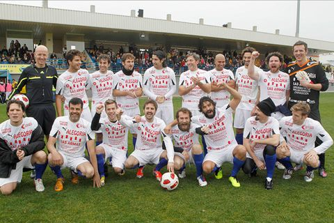 Sports uniform, Social group, Jersey, Football, Soccer ball, Ball, Sportswear, Team sport, Team, Community,