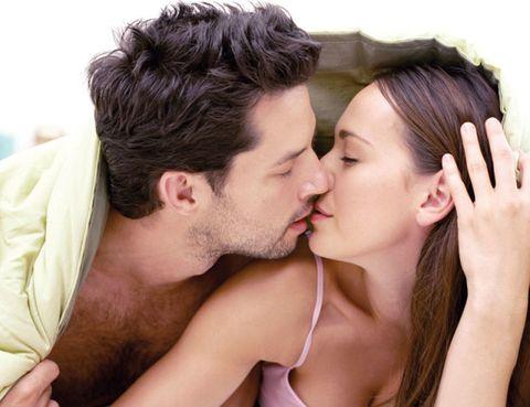 Hair, Head, Ear, Lip, Cheek, Hairstyle, Skin, Forehead, Mammal, Romance,