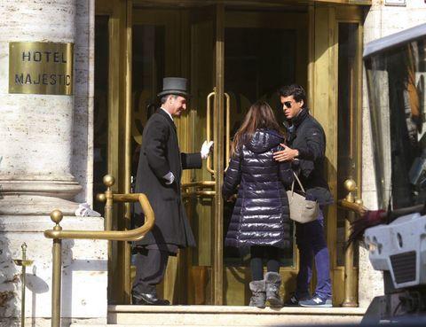 Hat, Coat, Street fashion, Conversation, Sunglasses, Overcoat, Sun hat, Vintage clothing, Handbag, Baggage,