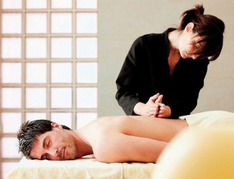 Comfort, Shoulder, Human leg, Joint, Elbow, Sitting, Knee, Wrist, Bed, Facial hair,
