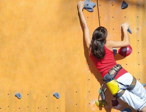 Climbing hold, Elbow, Outdoor recreation, Adventure, Climbing, Back, Sport climbing, Waist, Rope, Knee,