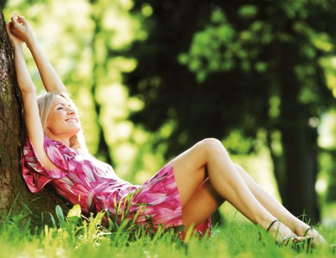 Grass, Human leg, Sitting, People in nature, Summer, Knee, Beauty, Sunlight, Comfort, Youth,