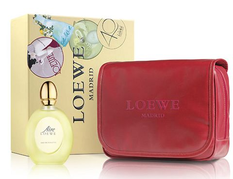 Product, Cosmetics, Maroon, Bag, Rectangle, Material property, Baggage, Perfume, Wallet, Leather,