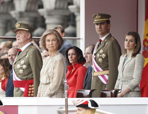 Face, People, Hat, Cap, Military uniform, Uniform, Headgear, Flag, Military person, Official,