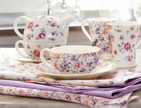 Serveware, Drinkware, Dishware, Cup, Porcelain, Textile, Tableware, Teacup, Pink, Ceramic,