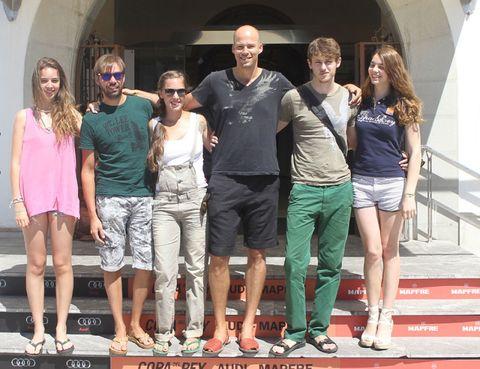 Clothing, Leg, Shirt, T-shirt, Shorts, Fashion, Friendship, Travel, Thigh, Bermuda shorts,