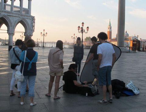 Leg, Tourism, Bridge, Jeans, Luggage and bags, Arch, Shorts, Travel, Vacation, Arch bridge,