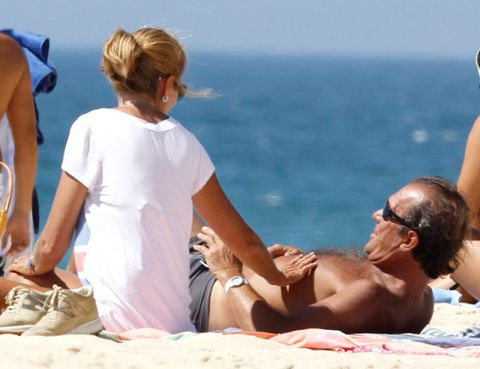 People on beach, Tourism, Leisure, Summer, Elbow, Vacation, Sand, Holiday, Sitting, Beach,