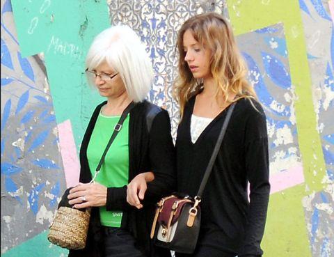 Bag, Fashion accessory, Fashion, Luggage and bags, Shoulder bag, Jewellery, Street fashion, Necklace, Blond, Handbag,