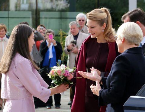 Hair, Bouquet, Petal, Interaction, Suit, Cut flowers, Ceremony, Flower Arranging, Blond, Floristry,